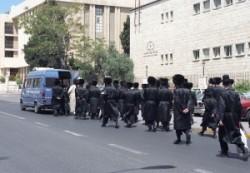 Israel, Palestina, Holyland, Jerusalem orthodox jews funeral procession in Mea Shearim.