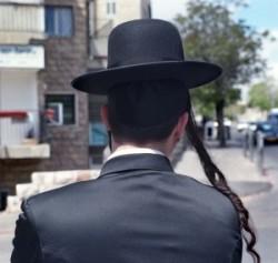 Israel, Jerusalem in Mea Shearim ultraorthodox Jews quarter. Jang jews mann.