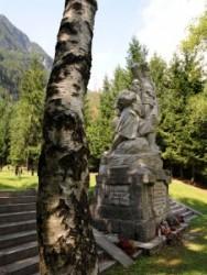 Log pog Mangrtom chemetery